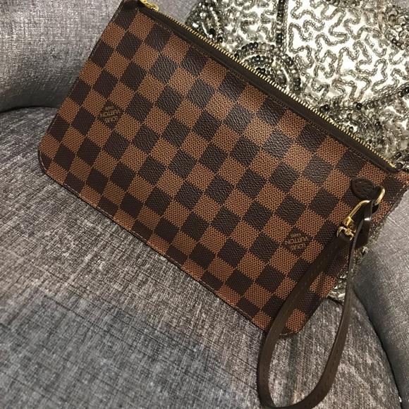 828e1b0081c6 Louis Vuitton Handbags - Louis Vuitton Neverfull MM pouch.